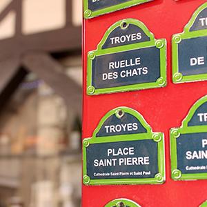 Boutique de souvenirs touristiques et de produits locaux à Troyes, Aube